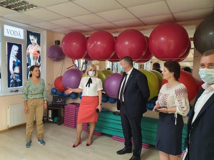 În pofida pandemiei, tinerii antreprenori din Ștefan Vodă își lansează afaceri și platforme online pentru a-și vinde produsele