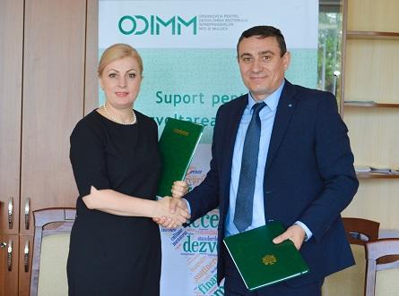 """ODIMM a semnat contractele de achiziție a serviciilor de instruire în cadrul Proiectului """"Business Academy for Women"""""""